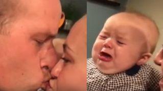 La neonata gelosissima che piange quando i genitori si baciano