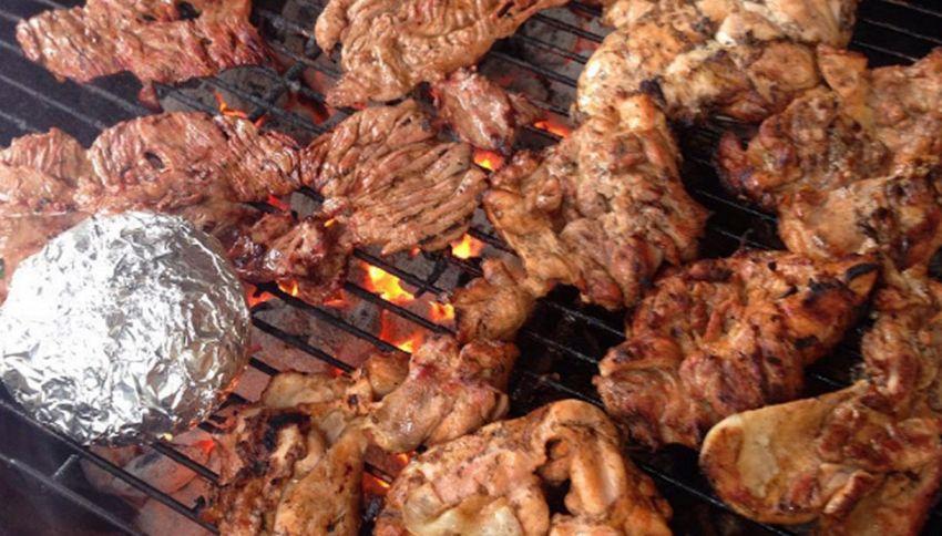 Un vegetariano su tre mangia carne quando è ubriaco