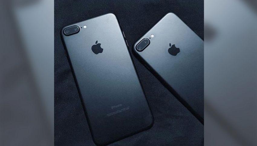 Se cambi nome ti regaliamo l'iPhone7: l'offerta folle in Ucraina