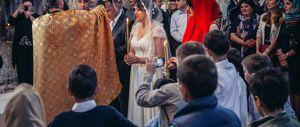 """Chiede divorzio due ore dopo le nozze: """"Ha pubblicato le foto sui social"""""""