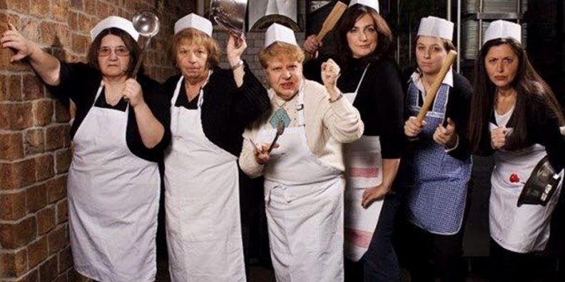 Ecco il ristorante dove cucinano solo delle nonne supereva - Nonne in cucina ...