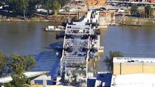 Figuraccia esplosiva: il ponte resiste alla demolizione
