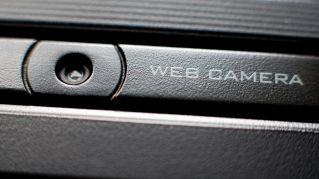 "FBI lancia l'allarme: ""Coprite la webcam di pc e smartphone"". Ecco perchè"