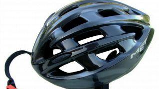 Il casco da bici tascabile ed ecologico protegge, è comodo e costa poco