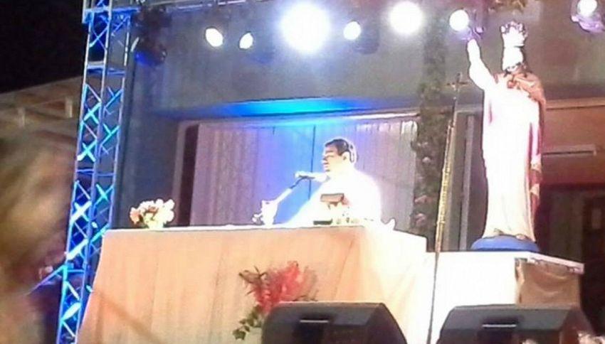 È un miracolo! Il viso di Gesù appare durante una celebrazione in Argentina