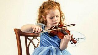 Volete potenziare il cervello? Imparate a suonare uno strumento musicale