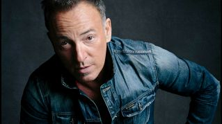 Si fermano per aiutare un motociclista e scoprono che è Bruce Springsteen