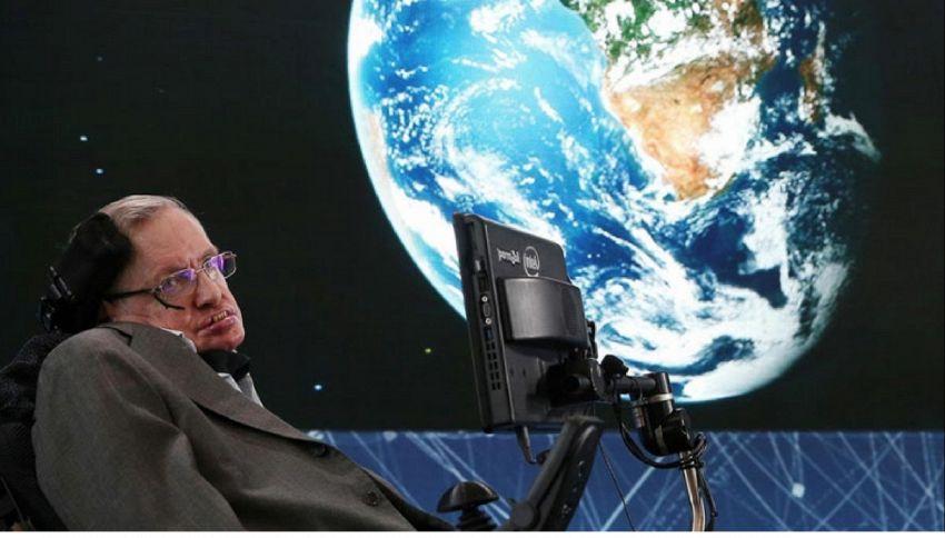 """Stephen Hawking: """"L'umanità durerà mille anni, ci resta solo Marte"""""""