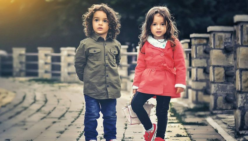 Crescere una figlia invece di un figlio costa 34 mila euro in più, lo dice la scienza