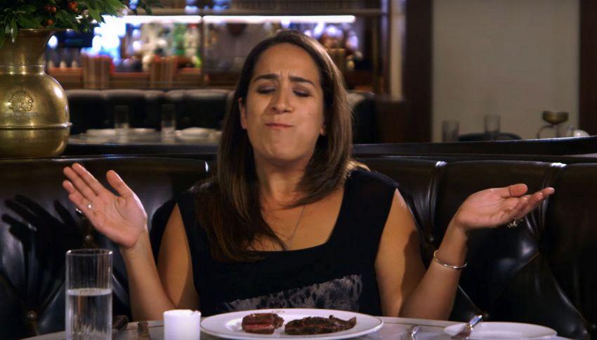 Vegetariana da 20 anni assaggia la carne per la prima volta. Ecco la sua reazione