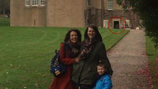Il photobombing di un fantasma nella foto di famiglia