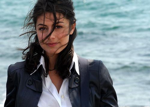 Chi è Alessandra Mastronardi, attrice e valletta per un giorno a Rischiatutto