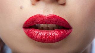 Addio chirurgo: ecco come avere labbra più grandi senza botox o bisturi
