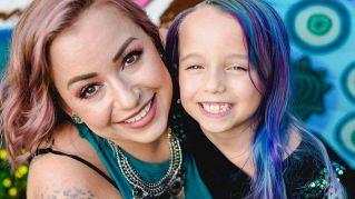 Tinge i capelli della figlia e viene ricoperta di critiche. Lei replica così
