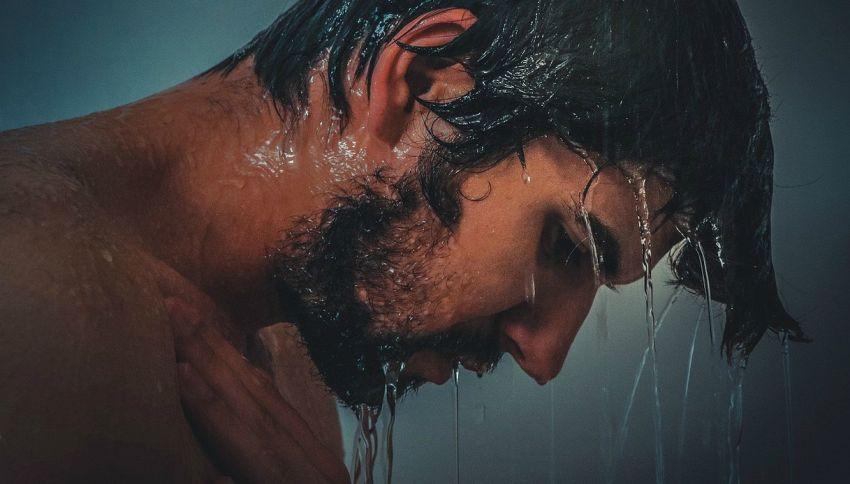 Fare pipì durante la doccia? 8 motivi per cui lo consigliano