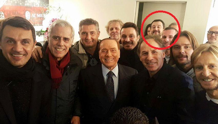 Milan, la foto dei ricordi con l'intruso