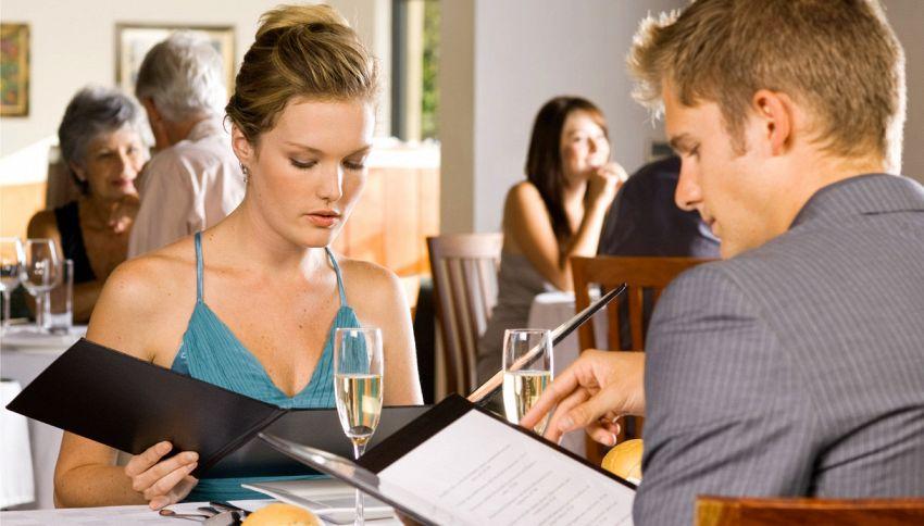 Dalla carne ben cotta al pesce di lunedì: cosa non ordinare mai al ristorante