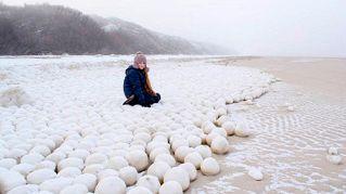 Il mistero delle palle di neve giganti in Siberia