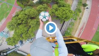 Incredibile: stoppa una palla da 35 metri