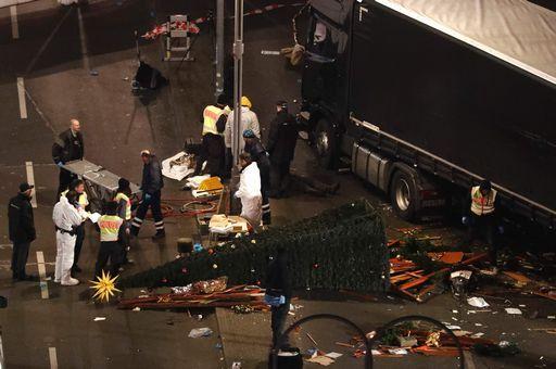 """La conferma, la strage di Berlino è un """"attentato"""". Merkel parla al paese"""