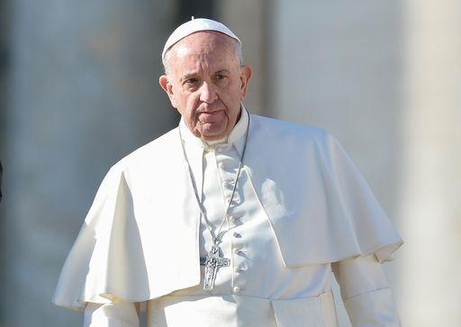Il Papa a spasso a Roma in un negozio di ortopedia sanitaria
