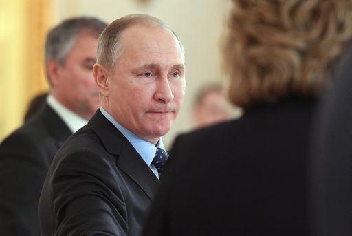 Putin a sorpresa non espelle i diplomatici Usa (e li invita a Capodanno)