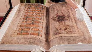 Anche il diavolo ha il suo libro, ha 800 anni e pesa 75 chili
