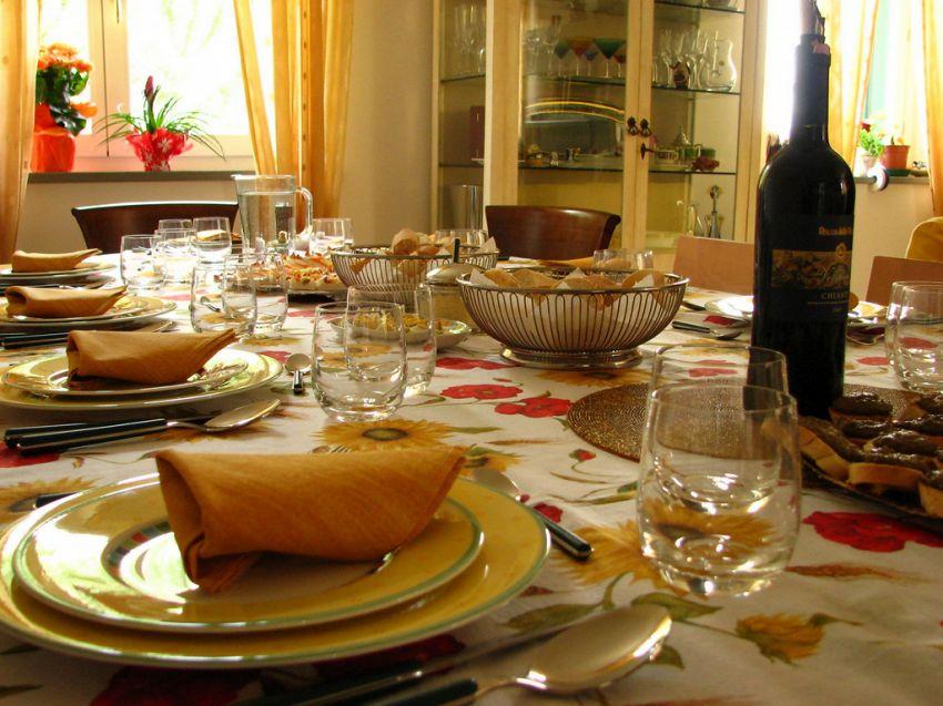 Tempo di feste: come scegliere la tovaglia per un pranzo o cena importanti