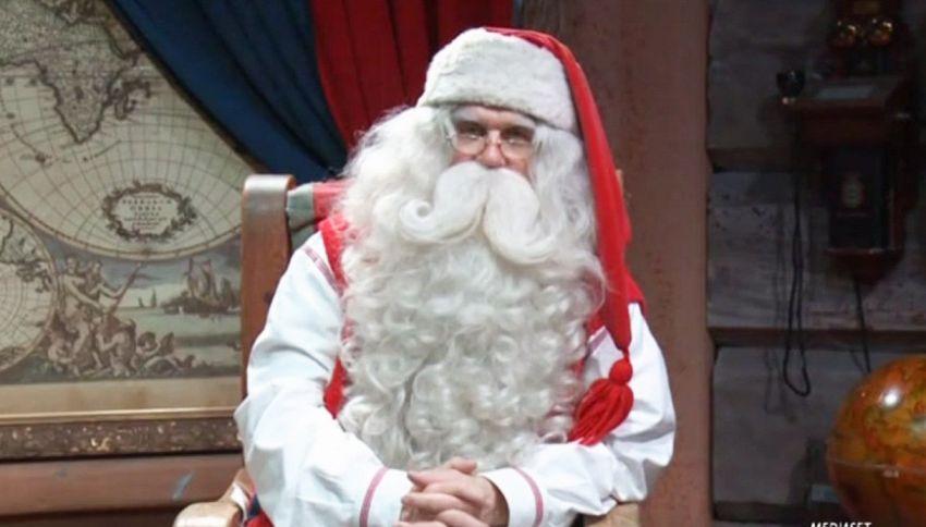 Muore tra le braccia di Babbo Natale. Commovente