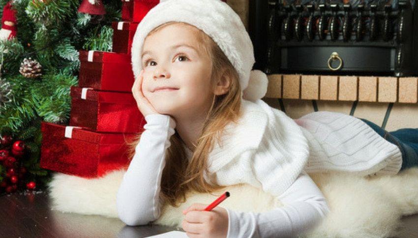"""Bimba scrive a Babbo Natale: """"Molti dicono che non esisti ma per me sì"""""""