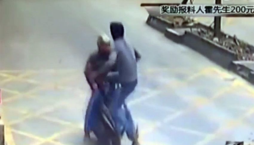 Gli rubano l'iPhone: stende il ladro con una mossa di kung-fu
