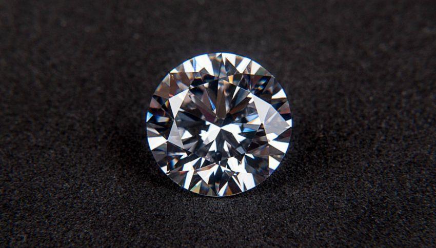 Batteria radioattiva chiusa in un diamante, può durare per migliaia di anni