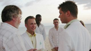 Coppia gay, padre e figlio, hanno il permesso di sposarsi