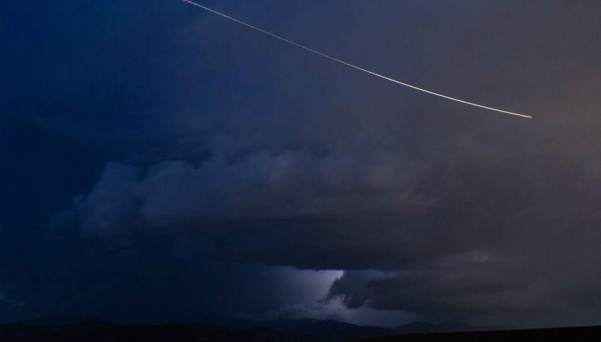 Enorme meteorite illumina il cielo e colpisce la Costa del Sol