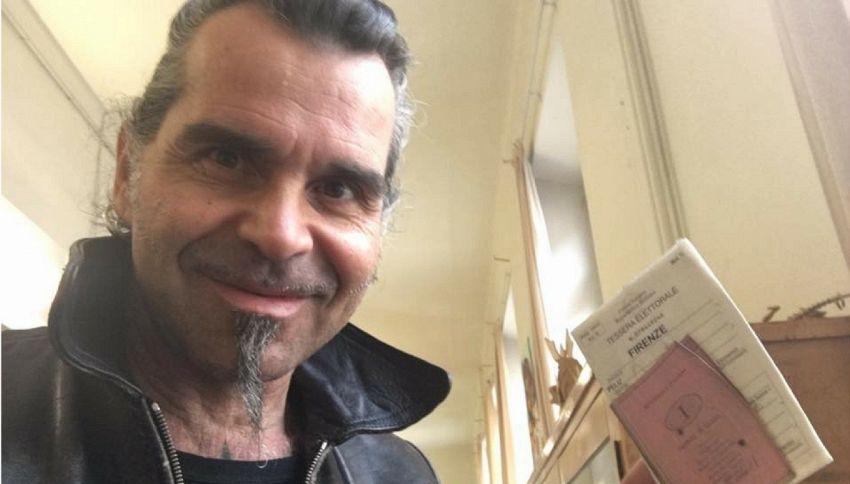 "Referendum, Piero Pelù denuncia su FB: ""Matita per votare è cancellabile""."
