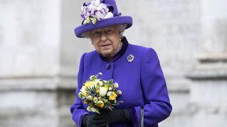 """""""Preoccupazione per la salute della regina"""", sudditi nel panico"""