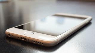 Gli smartphone sono sporchi e possono raccontare molte cose della vostra vita