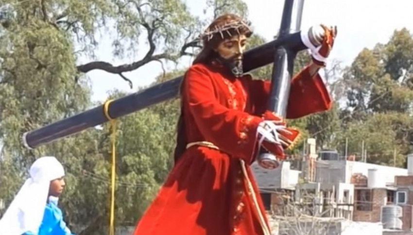 Messico, la statua di Gesù si muove durante una processione