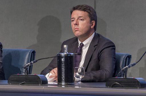 Renzi dice che se l'Unità perde copie non è colpa sua
