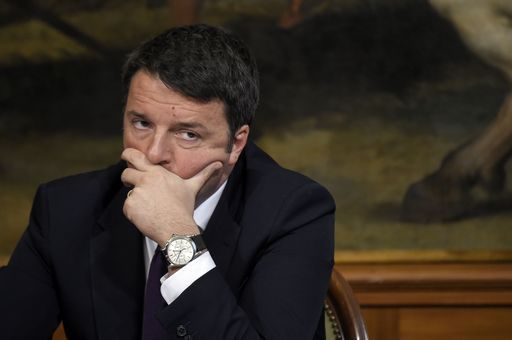 Renzi dice che bisogna liberare gli eletti nel M5s dalle manette di Grillo