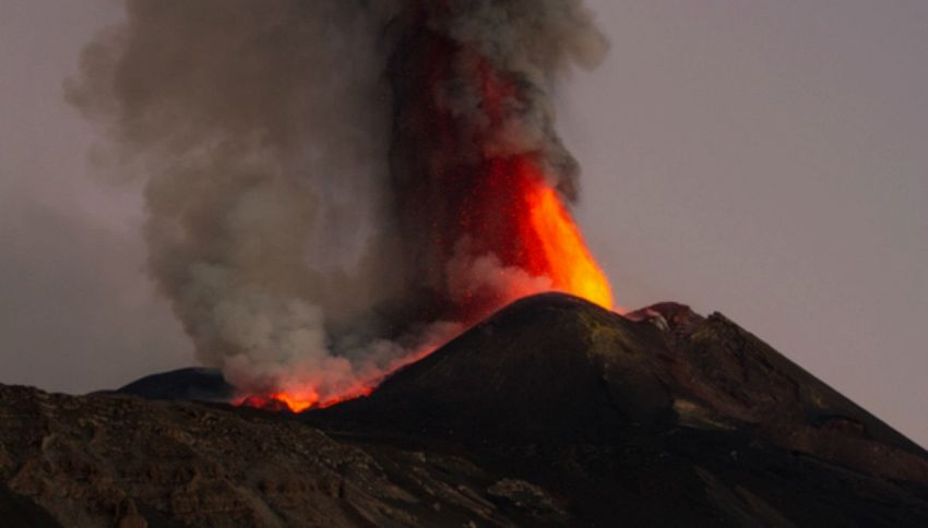 Forte sciame sismico: l'Etna torna in attività. Chiuse le scuole
