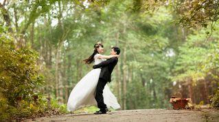Si scambiano le mogli per salvare il matrimonio
