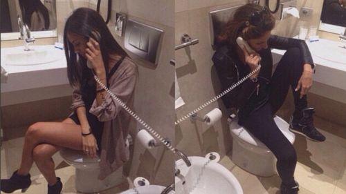 Perché i dottori vi implorano di non usare il telefono in bagno