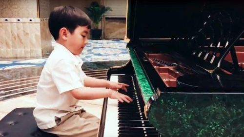 Bambino prodigio: a 5 anni suona Chopin come pochi al mondo
