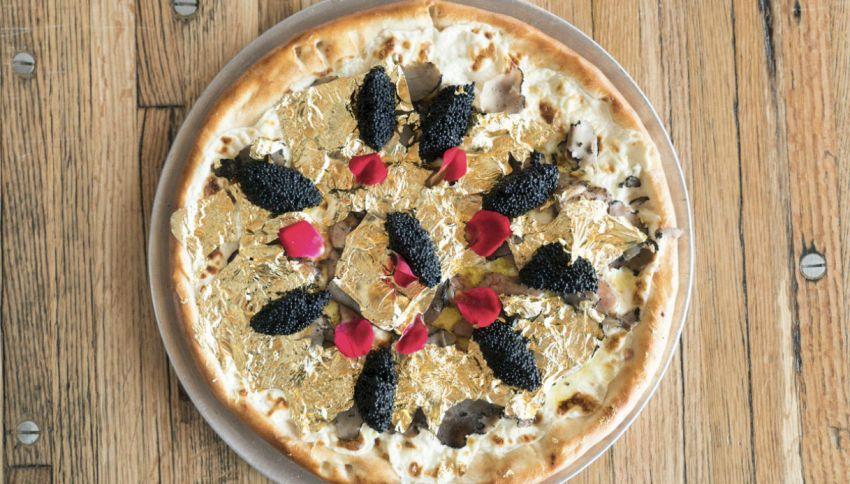 Chi vuole mangiare una pizza da 2000 dollari e con foglie d'oro?