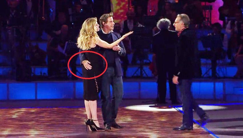 John Travolta, sedotto da Lorella Cuccarini, allunga le mani