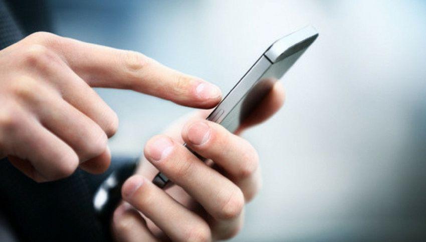 Falla in WhatsApp: a rischio le conversazioni criptate