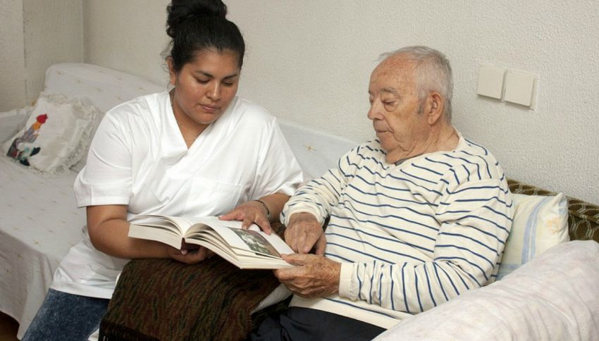 Alzheimer: chi parla almeno due lingue rischia meno