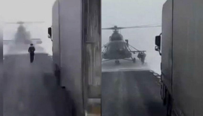 Elicottero atterra in strada, pilota scende e chiede indicazioni