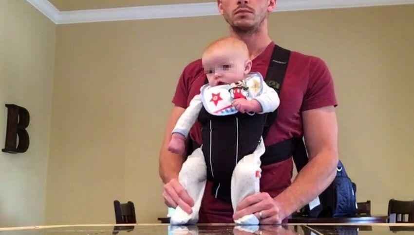 Papà e neonato restano da soli. Il video è uno spettacolo